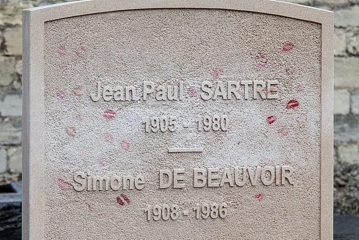 Montparnasse: Cimetière Montparnasse - Grab von Jean-Paul Sartre (1905-1980) und Simone de Beauvoir (1908-1986) Paris