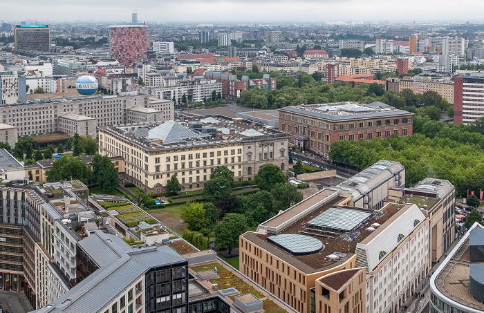 Blick vom Kollhoff-Tower: Abgeordnetenhaus von Berlin (links) und Martin-Gropius-Bau Berlin 2014