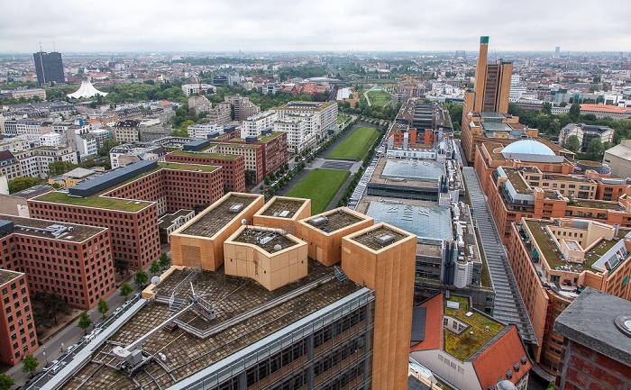 Berlin Blick vom Kollhoff-Tower: Park Kolonnaden (links) und Quartier Daimler (rechts und unten) Atrium Tower Postbank-Hochhaus Tempodrom Tilla-Durieux-Park