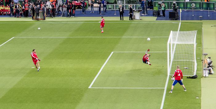 Olympiastadion: Aufwärmtraining für Manuel Neuer Berlin