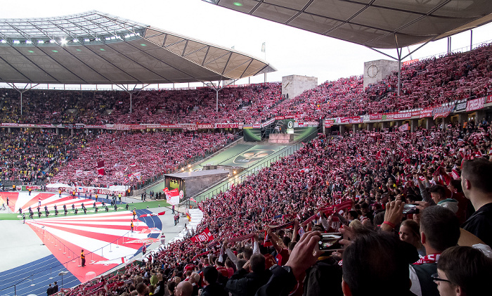 Olympiastadion: Fankurve des FC Bayern Berlin