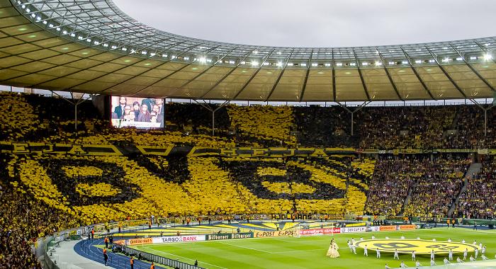 Olympiastadion: Eröffnungszeremonie und Choreografie der Dortmund-Fans Berlin