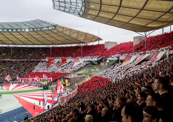 Olympiastadion: Choreografie der FC Bayern-Fans Berlin