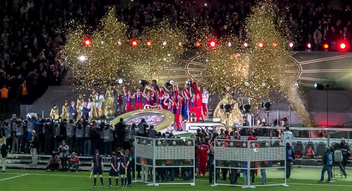 Olympiastadion: Siegerehrung für den FC Bayern München Berlin