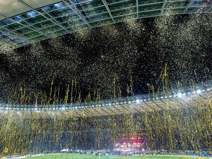 Olympiastadion: Goldschnipselregen Berlin