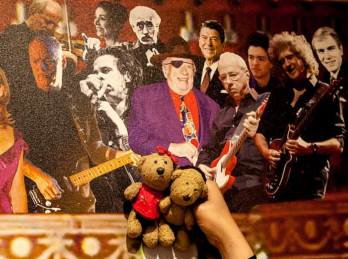 London Royal Albert Hall: Wand mit prominenten Künstlern und Gästen - Teddine und Teddy