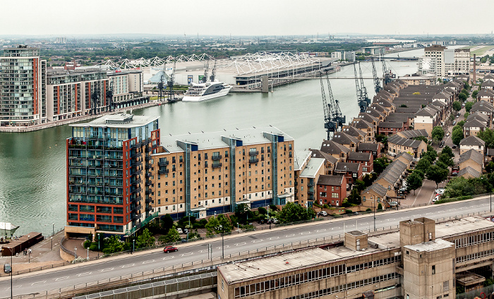 Blick aus der Emirates Air Line (Thames cable car): Royal Docks mit dem Royal Victoria Dock und der Britannia Village London