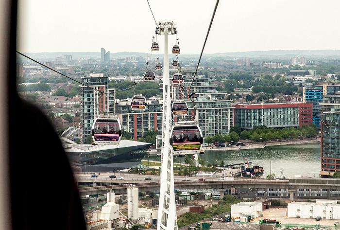 Blick aus der Emirates Air Line (Thames cable car): Royal Docks London