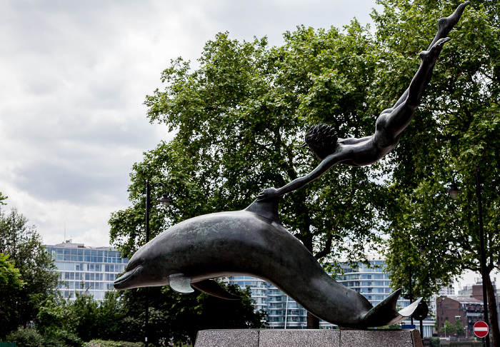 London Chelsea: Cheyne Walk - Boy with a Dolphin (von David Wynne)