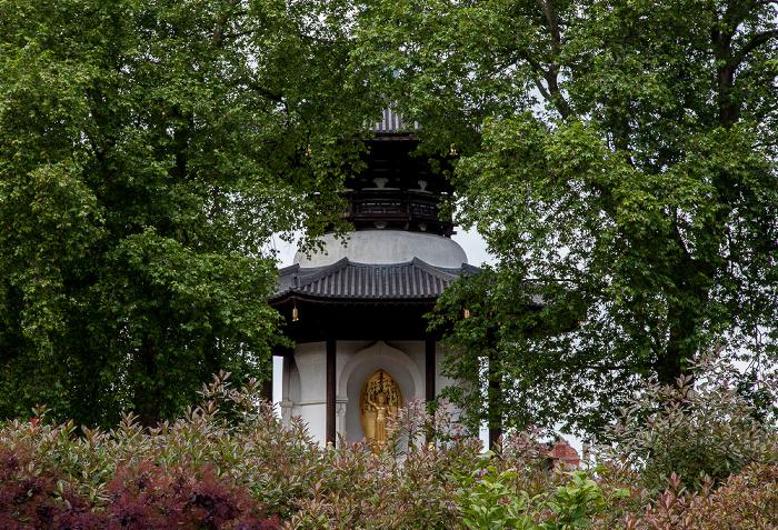 Battersea Park: London Peace Pagoda
