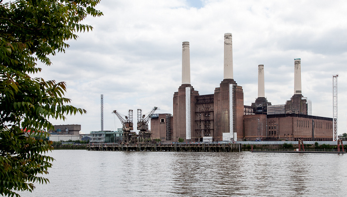 Blick von der Grosvenor Road: Themse und Battersea Power Station London