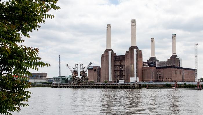 Blick von der Grosvenor Road: Themse und Battersea Power Station London