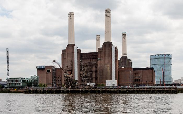 Blick von der Grosvenor Road: Themse, Battersea Power Station und Gasometer London