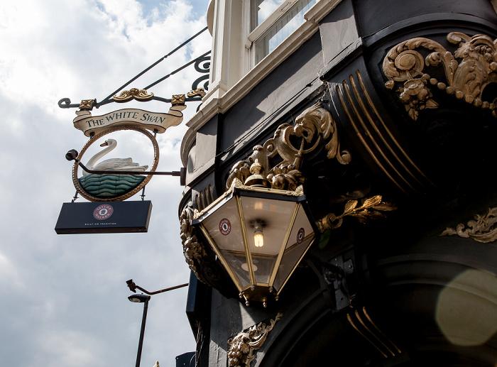 London Vauxhall Bridge Road: The White Swan