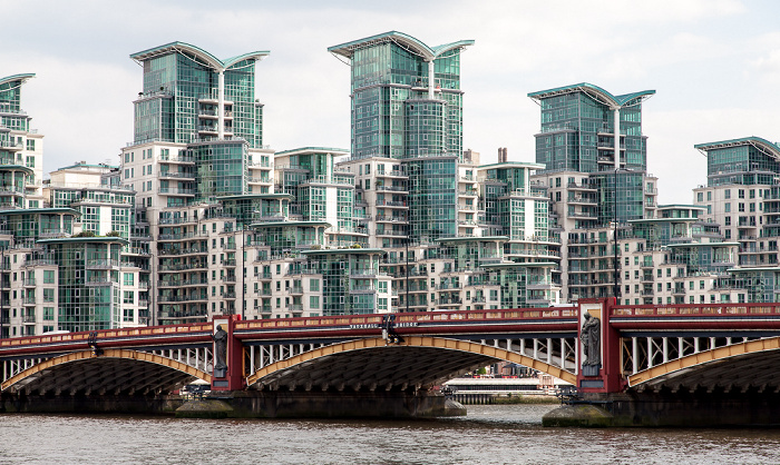 London Vauxhall: Themse, Vauxhall Bridge und St George Wharf