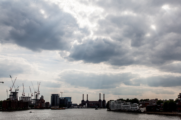 London Blick von der Vauxhall Bridge: Themse Battersea Power Station