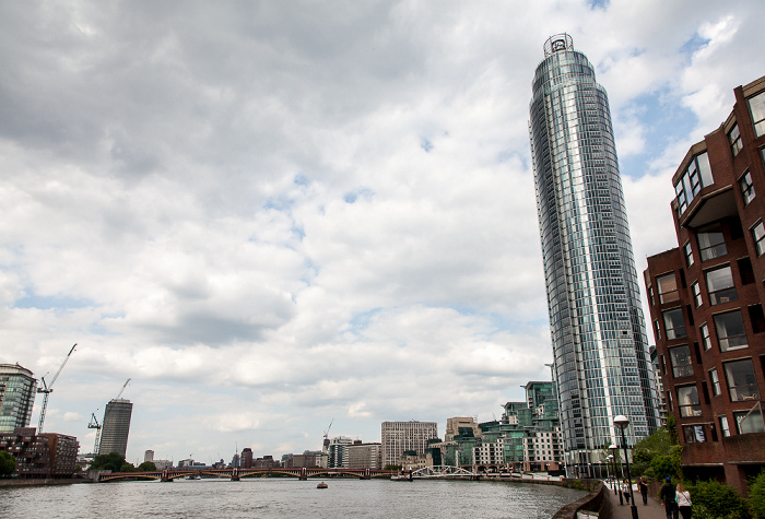 London Themse, St George Wharf Tower Millbank Tower Vauxhall Bridge
