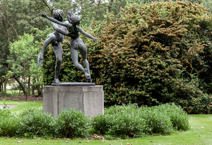 Belgravia: Cadogan Place Gardens - The Dancers (von David Wynne) London
