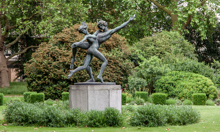 London Belgravia: Cadogan Place Gardens - The Dancers (von David Wynne)