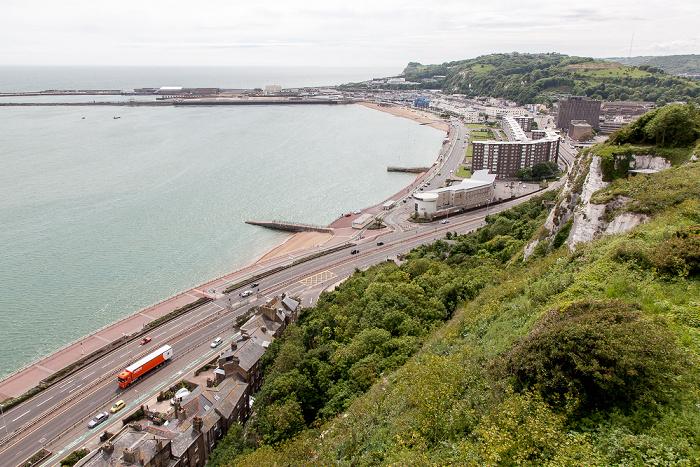 Dover Castle: Blick vom Admiralty Lookout Fährhafen