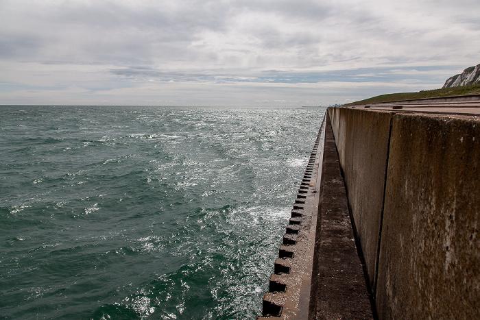 Samphire Hoe Country Park Ärmelkanal (English Channel), Ufermauer (Seawall), Kreidefelsen
