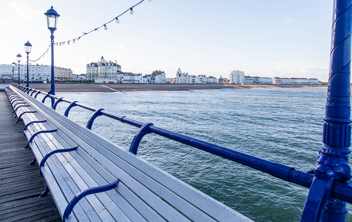 Blick vom Eastbourne Pier: Ärmelkanal (English Channel), Seafront