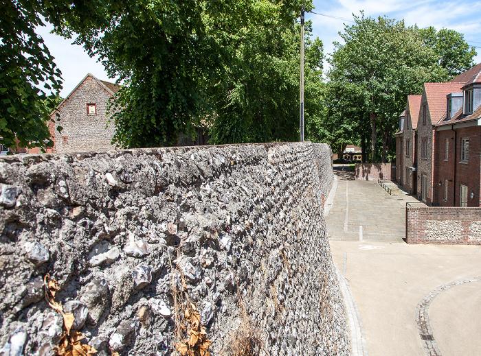 Chichester Stadtmauer (East Walls)