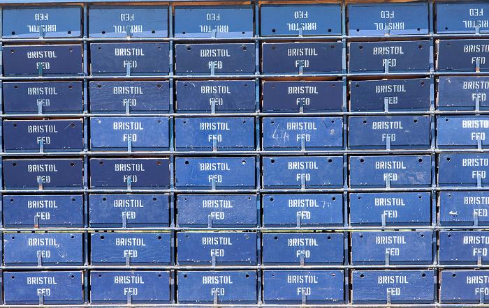 Isle of Portland Auflassort: Kabinenexpress mit den Taubenboxen (beschriftet mit dem Heimatort Bristol)