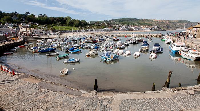 Lyme Regis Blick von The Cobb: Hafen, Strand, Ort