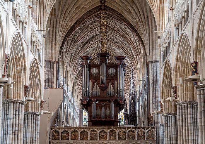 Exeter Cathedral: Langhaus (Mittelschiff) und Orgel