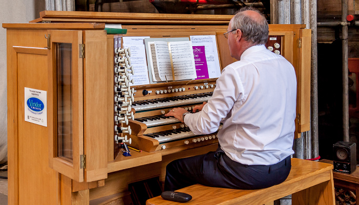 Exeter Cathedral: Organist