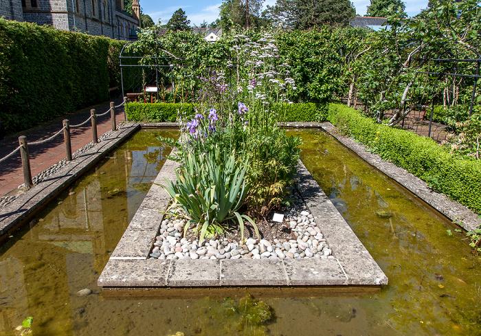 Buckfastleigh Buckfast Abbey: Klostergarten