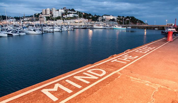 Torquay Harbour: Mind the Edge