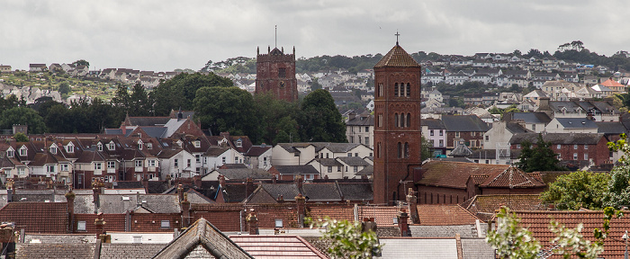 Blick von Oldway Mansion Gardens: Catholic Church of the Sacred Heart (rechts) und Paignton Parish Church
