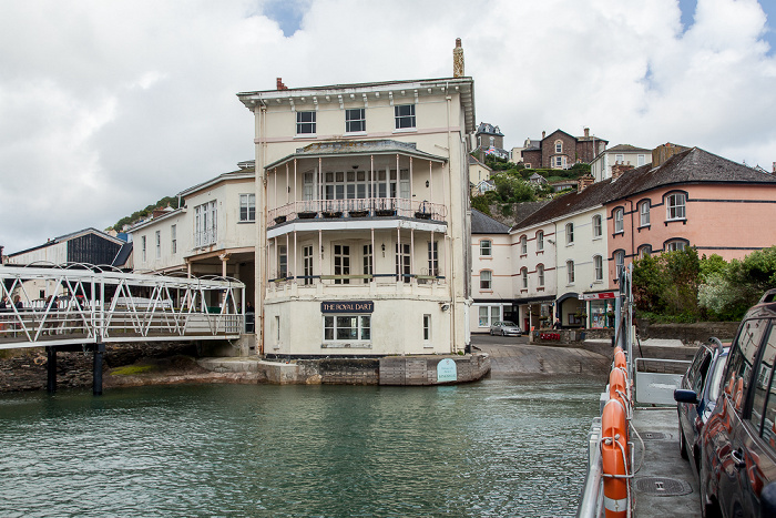 Kingswear Blick von der Dartmouth Lower Ferry: River Dart