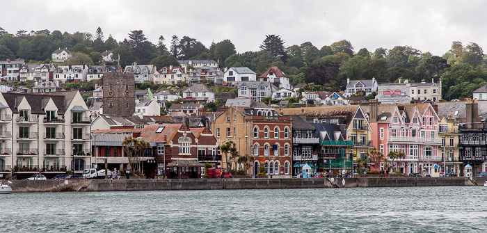 Blick von der Dartmouth Lower Ferry: River Dart, Embankment St Saviour's Church