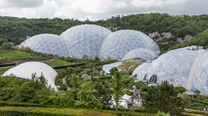 St Blazey Eden Project (v.l.): Freiluftbühne, Rainforest Biome und Mediterranean Biome