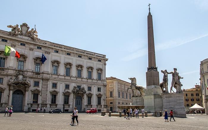 Trevi / Monti: Piazza del Quirinale - Fontana dei Dioscuri (Dioskurenbrunnen) mit dem Obelisco del Quirinale Rom