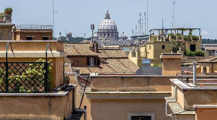 Blick vom Piazza del Quirinale zur Kuppel des Petersdoms Rom