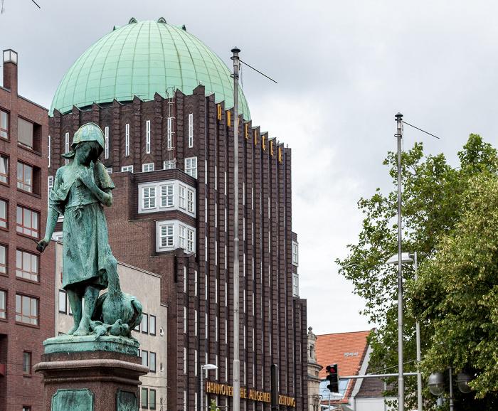 Hannover Mitte: Steintorplatz - Gänseliesel-Brunnen Anzeiger-Hochhaus