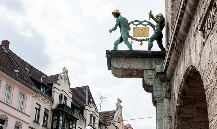 Hannover List: Podbielskistraße - Ehem. Keksfabrik Hermann Bahlsen: Brezelmänner mit dem Leibniz-Keks