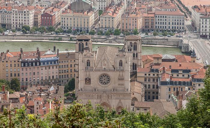 Blick von Fourvière (v.u.): Vieux Lyon mit Cathédrale Saint-Jean-Baptiste, Saône und Presqu'île (Halbinsel) Lyon