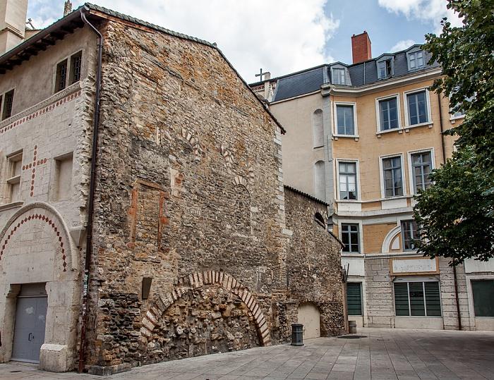Vieux Lyon: Place Saint-Jean Lyon