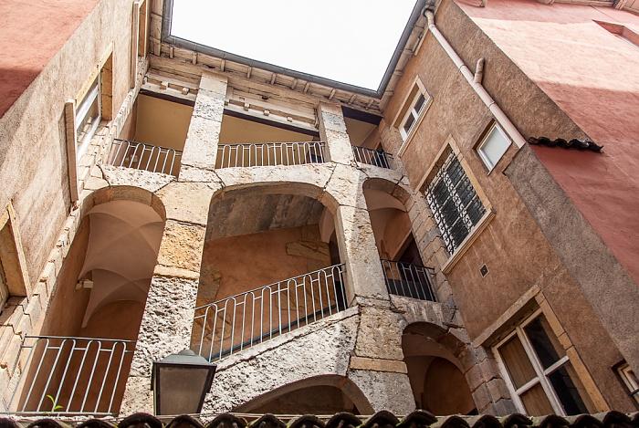 Vieux Lyon: Longue Traboule