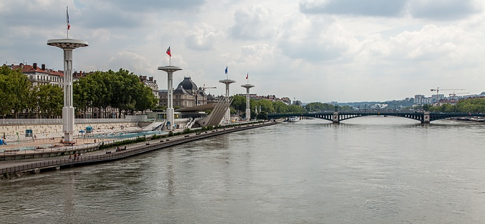 Lyon Blick von der Pont de la Guillotière: Rhône, Piscine du Rhône (Centre Nautique du Rhône) Pont de l'Université Université Lyon III Jean Moulin