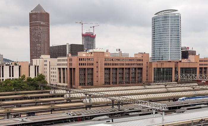Blick aus dem ibis Styles Lyon La Part Dieu: Gare de Lyon-Part-Dieu und La Part-Dieu Tour Oxygène Tour Part-Dieu
