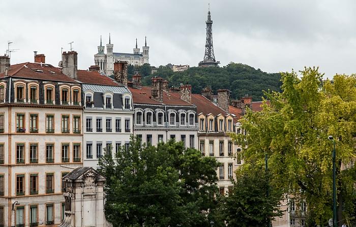Lyon La Croix-Rousse: Rue Burdeau Cathédrale Saint-Jean-Baptiste Fontaine Burdeau Fourvière Tour métallique de Fourvière