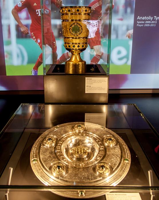 Allianz Arena: FC Bayern München Erlebniswelt - Via Triumphalis: Meisterschale und DFB-Pokal 2014