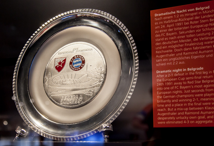 Allianz Arena: FC Bayern München Erlebniswelt - Gastgeschenk von Roter Stern Belgrad