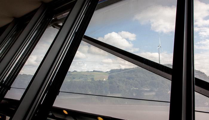 München Blick aus der Allianz Arena: Fröttmaninger Berg und Windkraftanlage